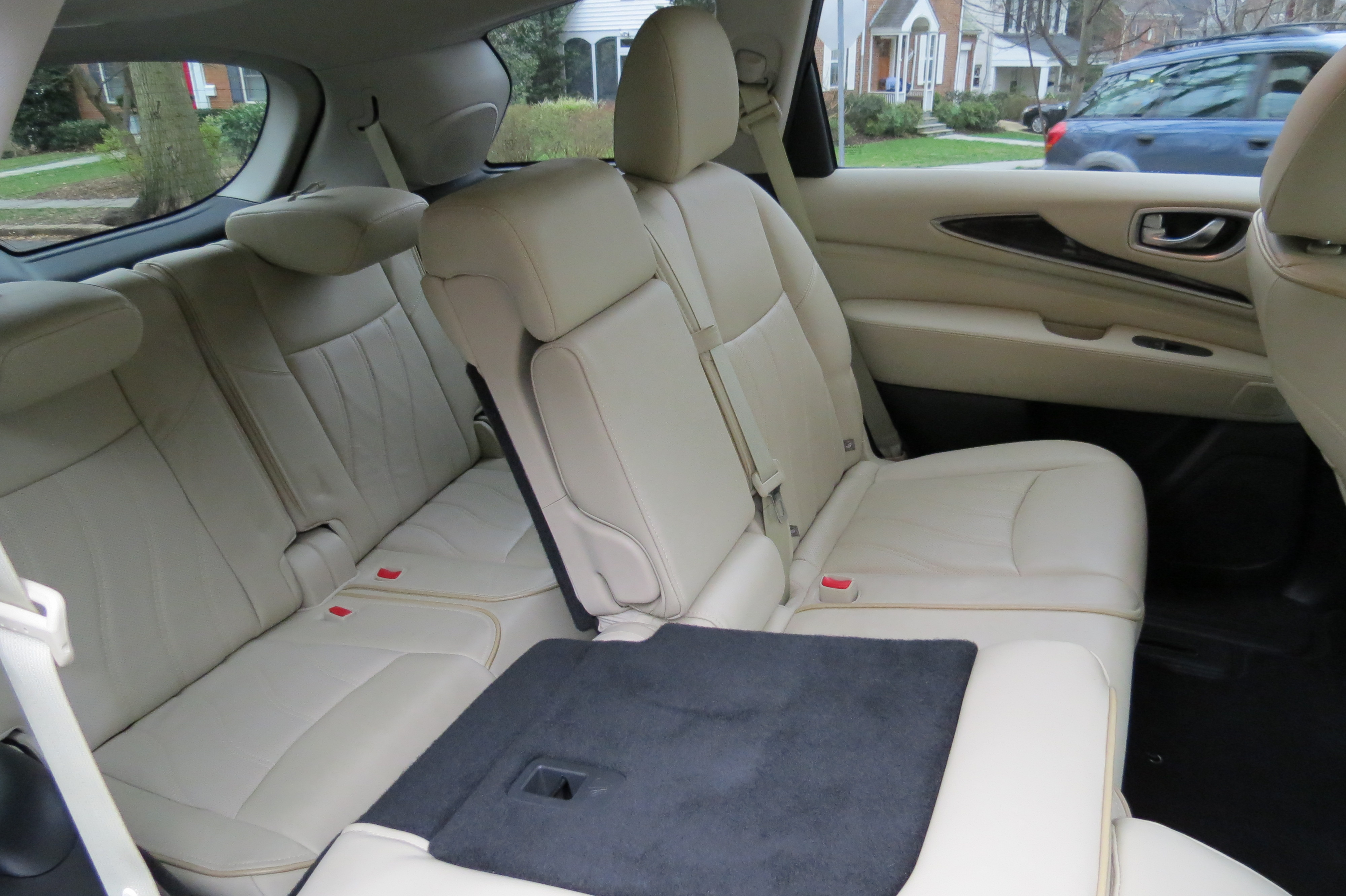 2nd & 3rd row rear seats fold down to extend the cargo area.