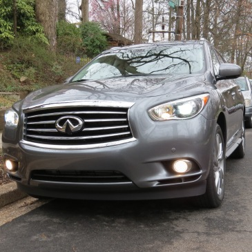 The long muscular hood of the Infiniti QX60.
