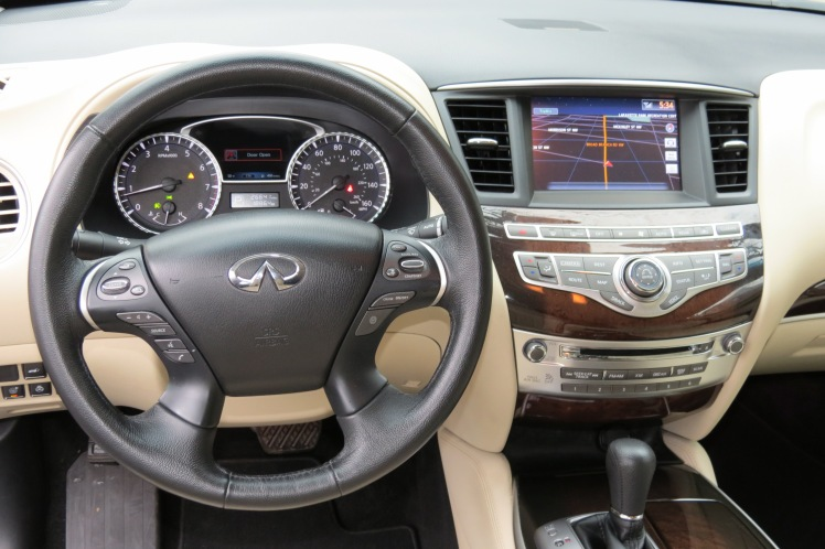 The dash of the QX60 lacks the iconic Infiniti oval analog clock.