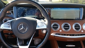 Mercedes-Benz S550 dash features two display screens.