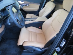 Volvo XC90 massaging leather seats are heated, ventilated, cooled with extendable thigh support. Comfortable for long or short trips.