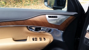 Volvo XC 90 features Walnut wood inlay and Aluminum accents along with a Bowers & Wilkins Premium Sound system.
