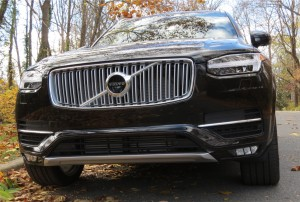 Volvo XC90 features Thor's Hammer LED DRL as well as Active Bending headlights