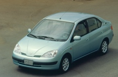 2000 Toyota Prius, the first generation of the hybrid vehicle.