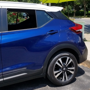 Nissan Kicks white roof, blue body and blacked out B and C pillar.