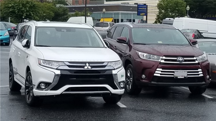 Mitsubishi Outlander and Toyota RAV4