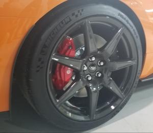 2020 Shelby GT500 Carbon Fiber Wheel Brembo Brake Michelin Tire