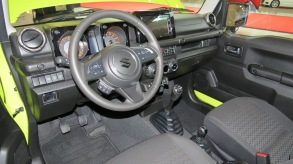 The modern Suzuki Jimny dash features 7.0 touch screen analog gauges and a manual transmission