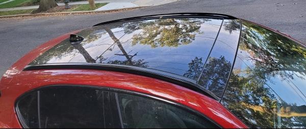 Alfa Romeo Stelvio Dual Pane Glass Sunroof with gloss black shark fin antenna