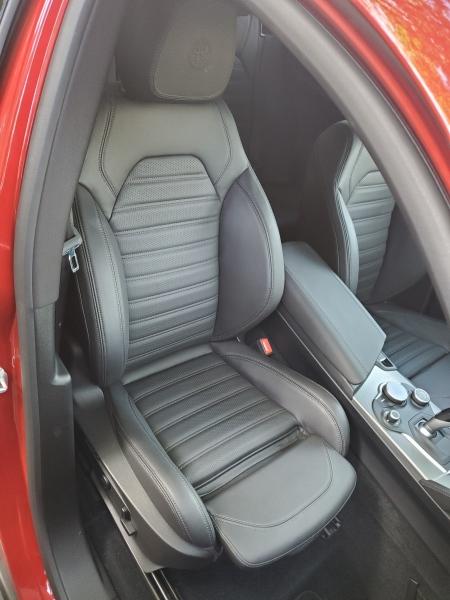 Alfa Romeo Stelvio Front Right Seat