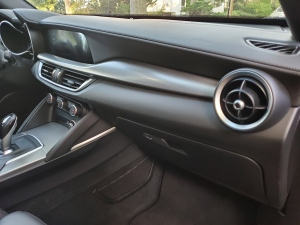 Alfa Romeo Stelvio Right hand side Dash