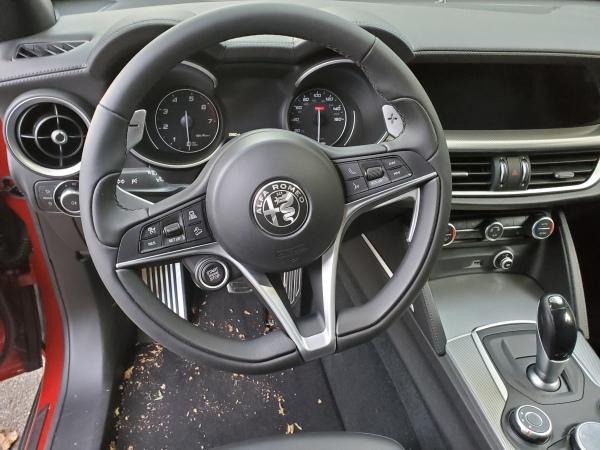 Alfa Romeo Stelvio Steering Wheel and Dash