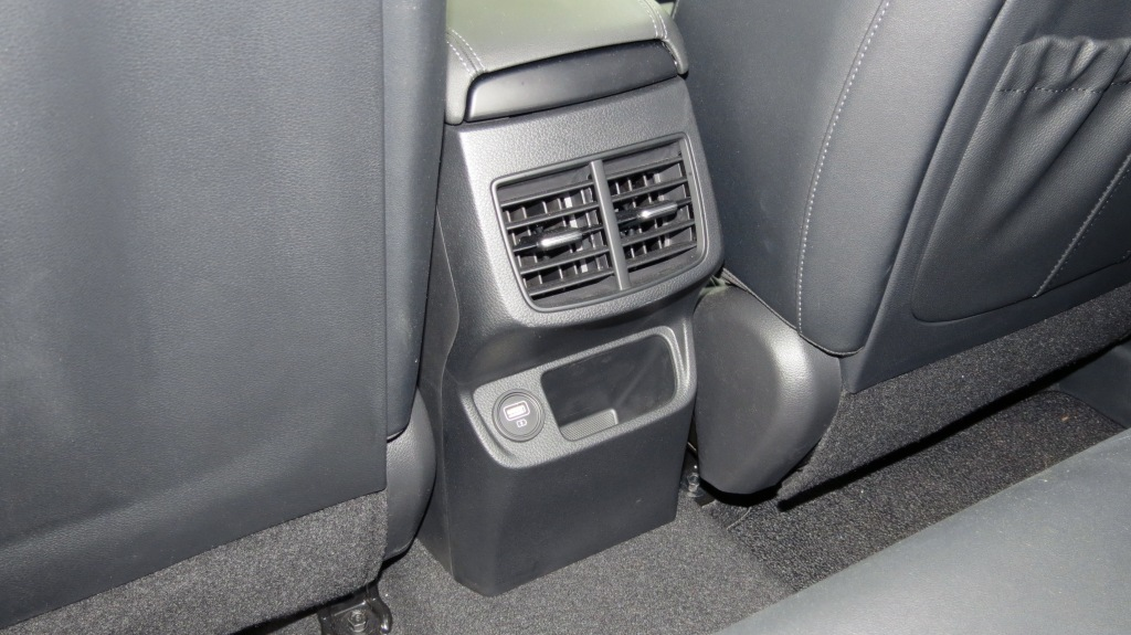 2021 Kia Seltos Rear cuby and USB outlet