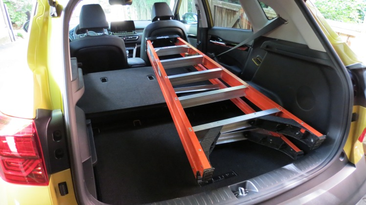 2021 Kia Seltos fits a 6 foot ladder