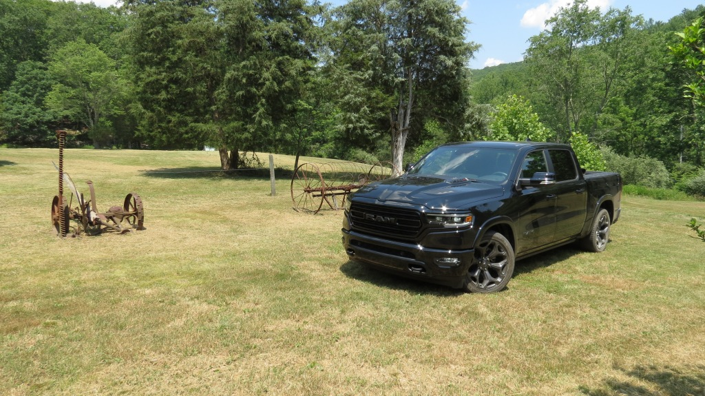 2020 Ram Limited Crew Cab 4x4 with the Black Appearance Package in Diamond Black Crystal Pear Coat