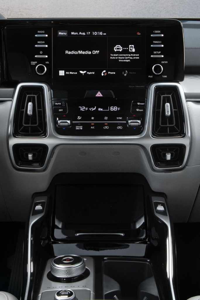 2021 Sorento HEV Hybrid center dash display and hide-away storage including wireless charging dock. Photo by Kia Media
