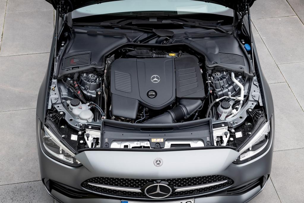 2022 Mercedes-Benz C-Class mild hybrid four-cylinder engine