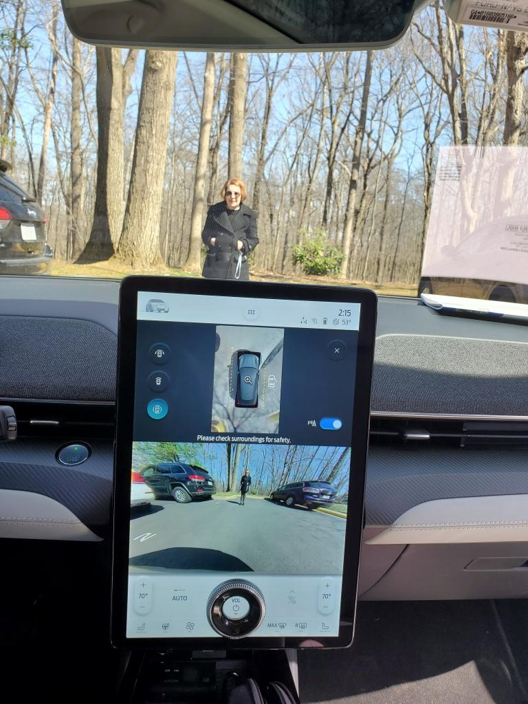 MACH-E 360 degree camera display
