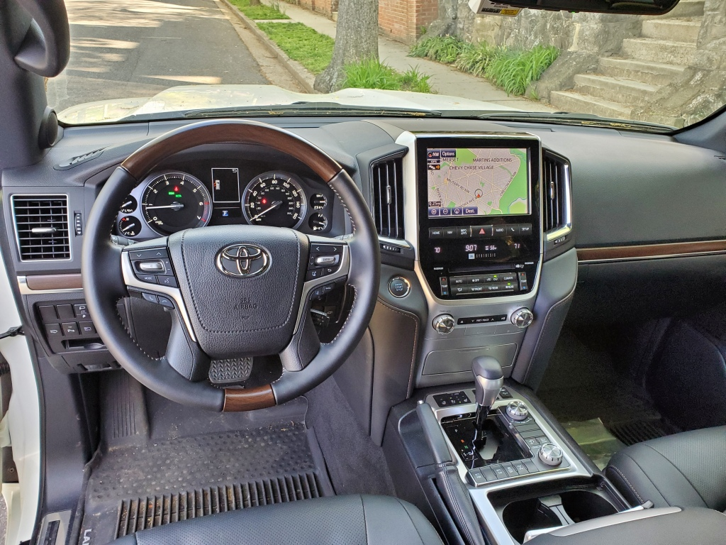 Land Cruisers Dash is clean and easy to navigate