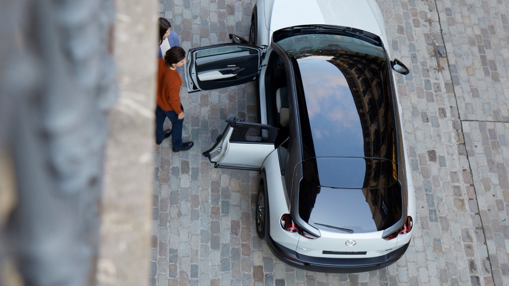 looking down on the roof of the 2022 Mazda MX40 with freestyle doors open