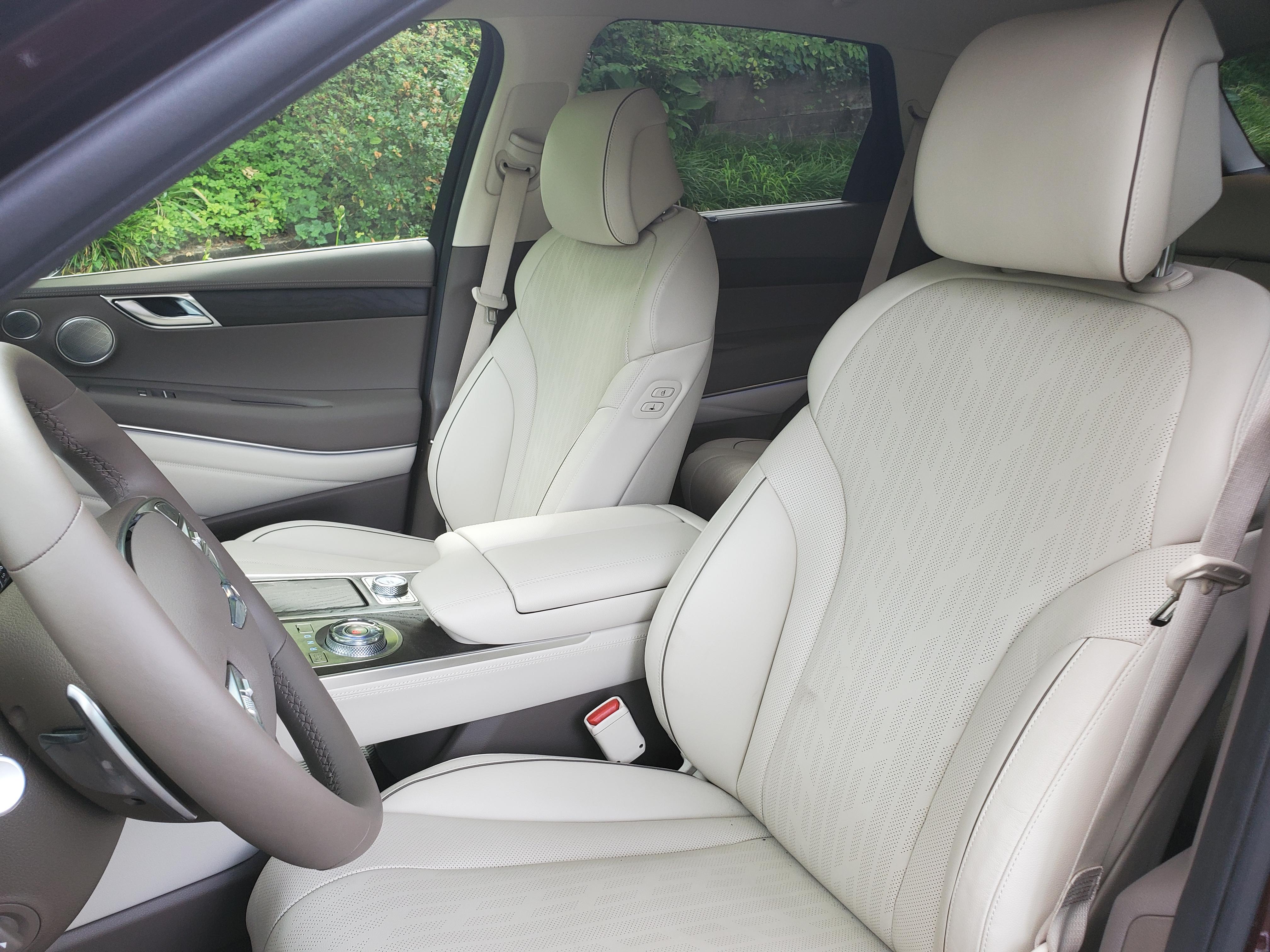 Genesis GV80 front seats