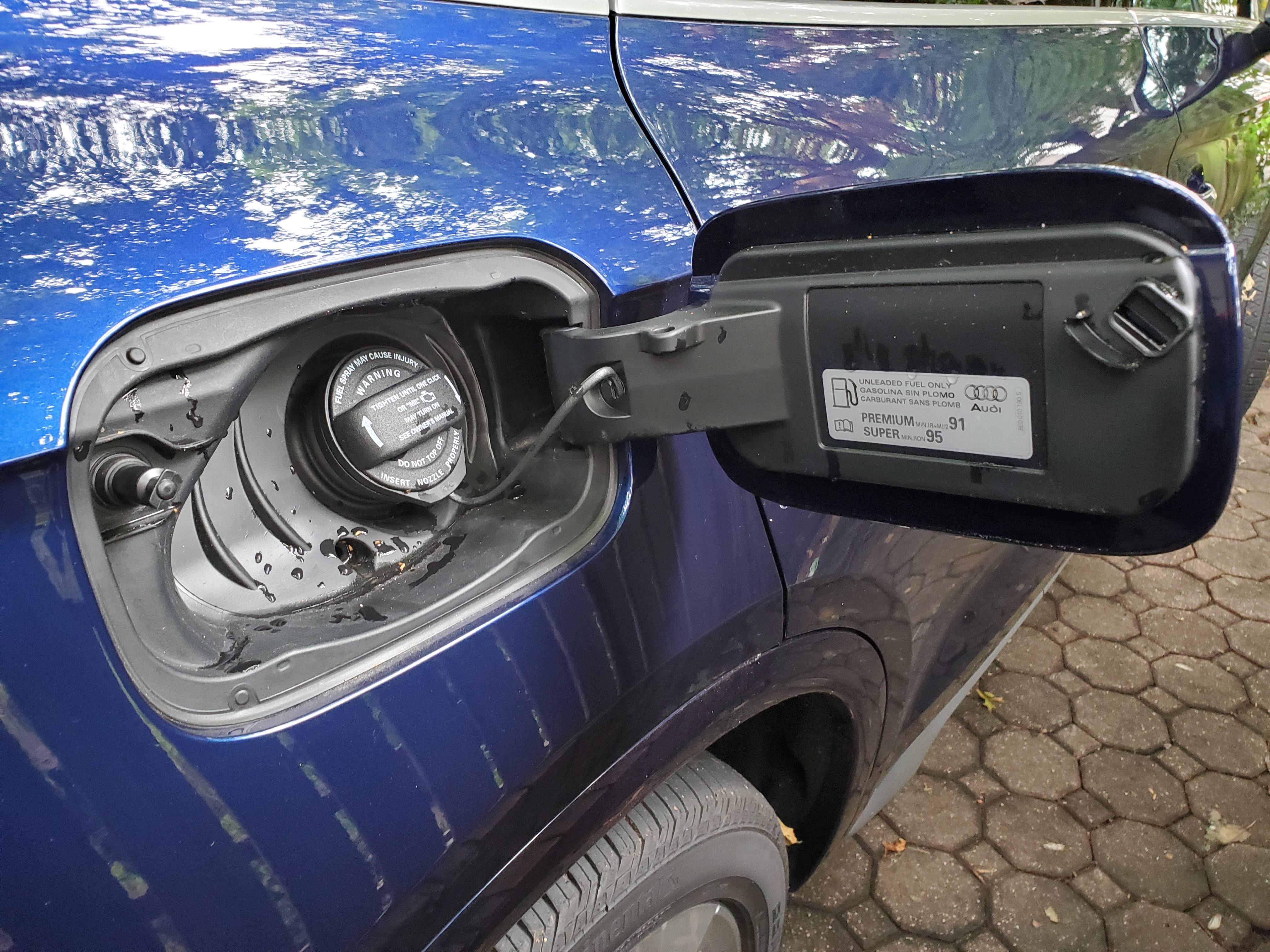 Audi Q5 Fuel door open