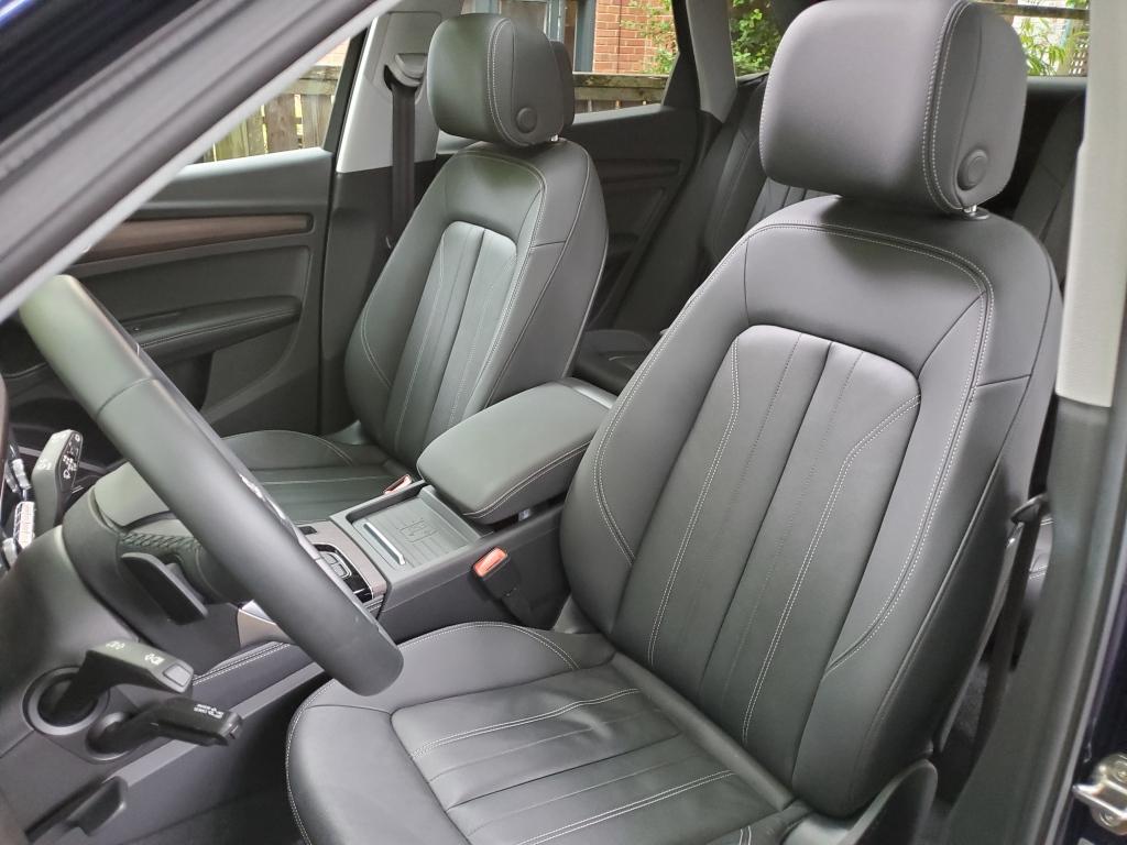 Audi Q5 front seats